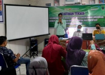 20 petani muda dan perempuan di Padang Pariaman belajar pertanian organik, Rabu (22/9/2021). [Foto: LP2M]